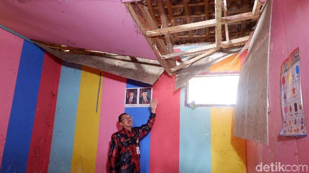 Nyaris Roboh, Gedung Sekolah di Banjarnegara Ini Dikosongkan