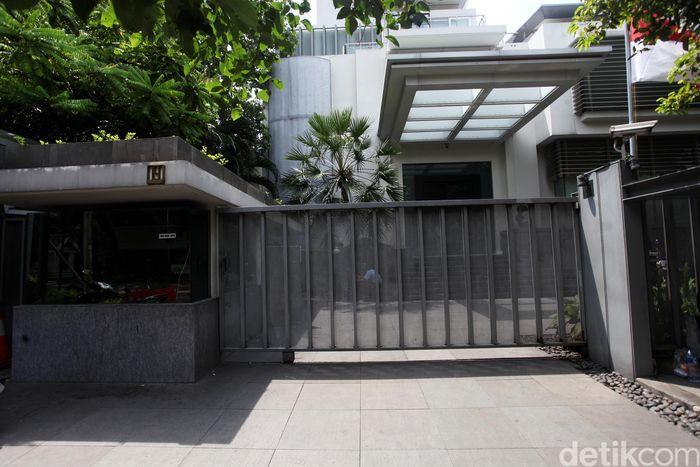 Country General Manager Rumah123, Ignatius Untung mencatat, saat ini rata-rata harga rumah baru di kawasan tersebut dengan luas tanah 1.000 meter persegi dan luas bangunannya 1.500 meter persegi harganya sekitar Rp 100 miliar. Namun jika kondisi rumah sudah tua lebih murah Rp 20 miliar yakni Rp 80 miliar.