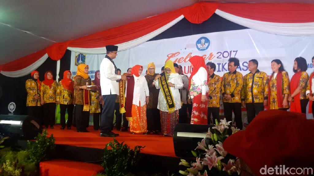 Anies Kukuhkan Fery Farhati sebagai Bunda PAUD DKI Jakarta