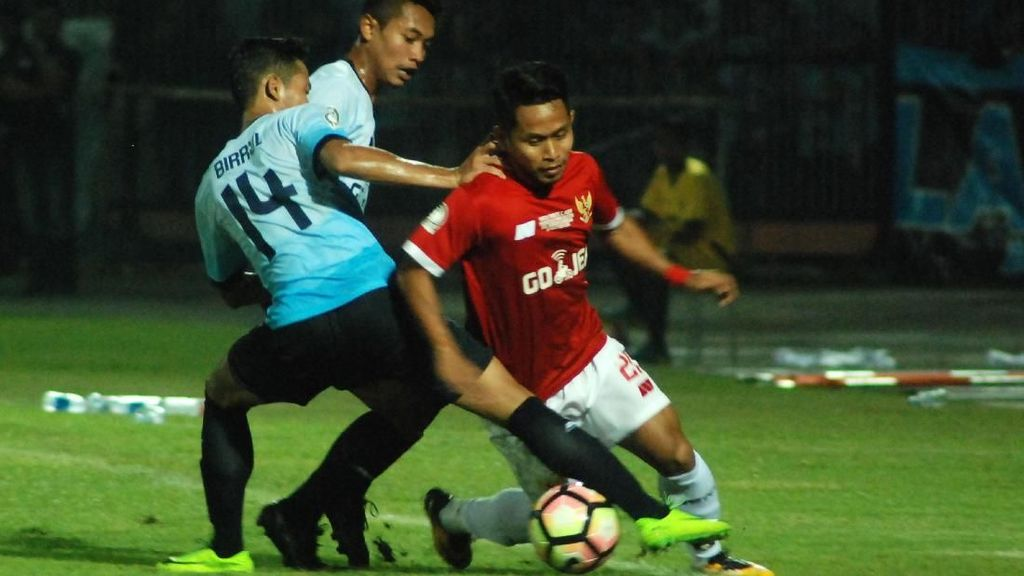 Persela Kalahkan Timnas All-Star 1-0 di Tribute Match Choirul Huda