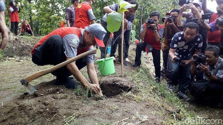 Gubernur Ganjar Kampanyekan Gerakan Warga - Sragen Gubernur Jawa Ganjar mengajak masyarakat melakukan aksi nyata dalam hal Hari dia mengkampanyekan gerakan satu warga menanam