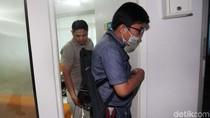 Foto: Penyidik KPK Cek Kondisi Novanto di Ruang Perawatan