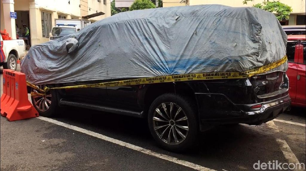 Misteri Airbag Mobil Setya Novanto, Pelat Mobil Polisi Palsu