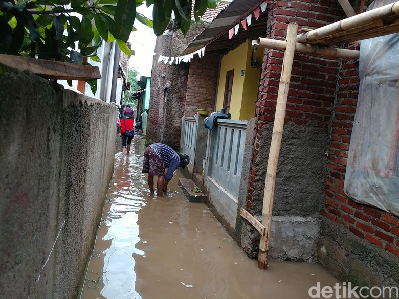 1.550 Jiwa dan 2 Sekolah Terdampak Banjir di Mekarjaya Bandung