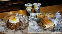 Lawless Burgerbar: Makan The Lemmy Burger Berporsi Besar di Kafe Tanpa Aturan