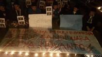 Aksi Tak Percaya Novanto, Mahasiswa Bakar Lilin Dekat Tiang Listrik