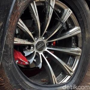 Mobil Nabrak Tiang, Bisa Klaim Asuransi Enggak Ya?