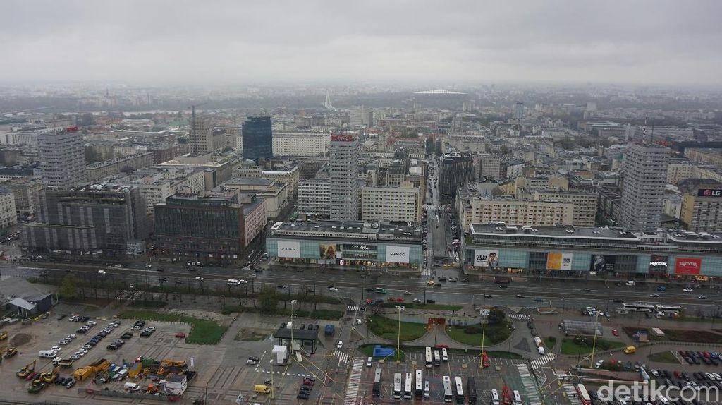 Melihat Keindahan Warsawa dari Ketinggian Palac Kultury