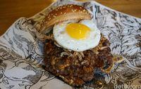 The Lemmy burger yang bisa disantap berdua siang ini.