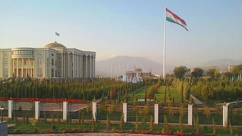 Foto: Tiang bendera di Tajikistan (Dok. iacis.ru)