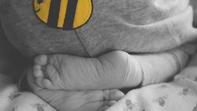 Hiks! Cerita Pilu Seorang Bunda Lahirkan Bayinya dalam Keadaan Mati