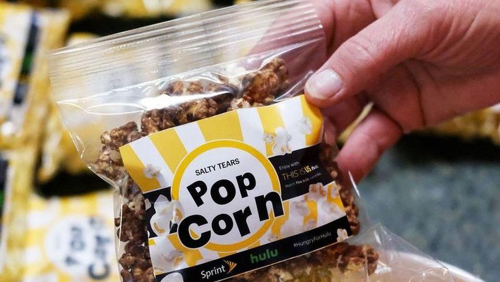 Asyiknya! Kini Bisa Nonton Sambil Ngemil Popcorn Rasa Air Mata Hingga Bawang Putih!