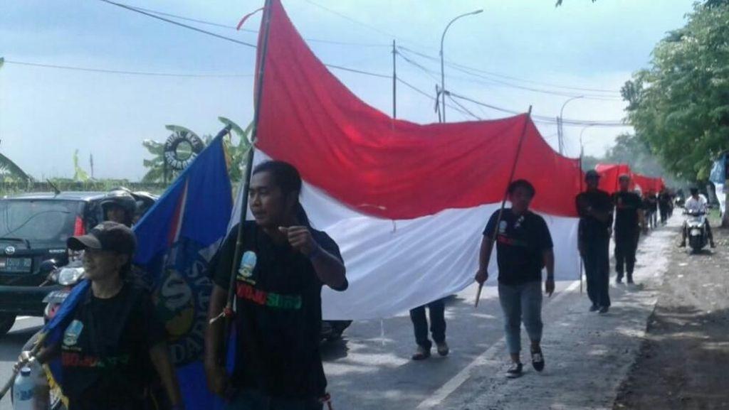 Kirab Bendera Ramaikan Gerak Jalan Perjuangan Mojosuro