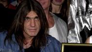 Brian Johnson pada Malcolm Young AC/DC: 32 Tahun Kita Berdiri Berdampingan di Panggung