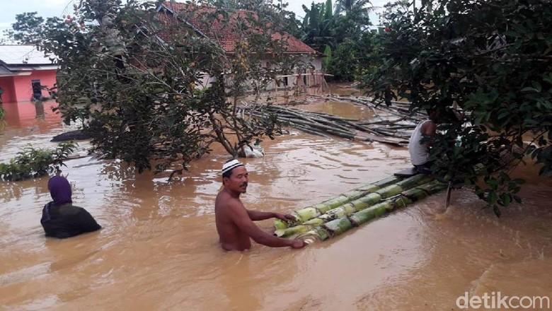 Cilacap Banjir, Ratusan Warga Tinggal di Pengungsian