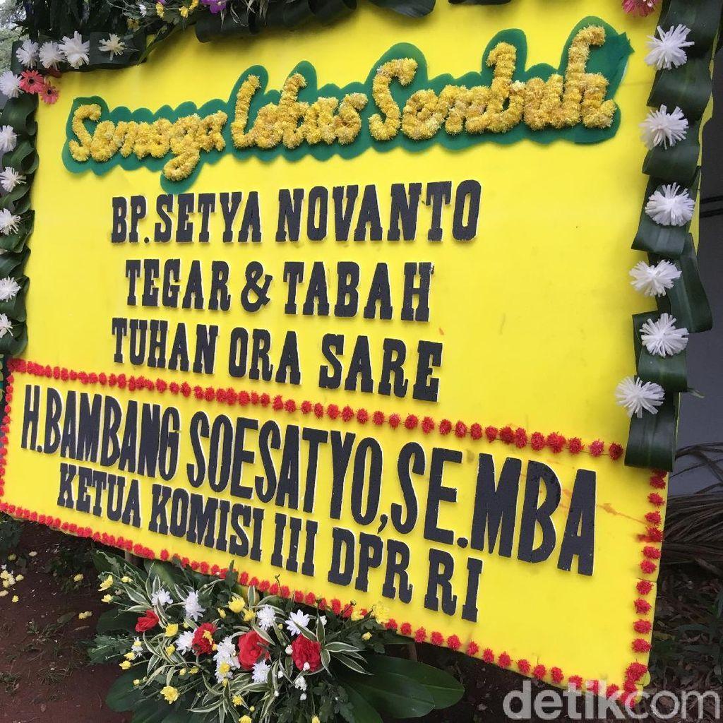 Ada Karangan Bunga atas Nama Bamsoet untuk Novanto: Tuhan Ora Sare
