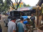 Sopir Pikap Terjepit Akibat Tabrak Truk di Sukabumi