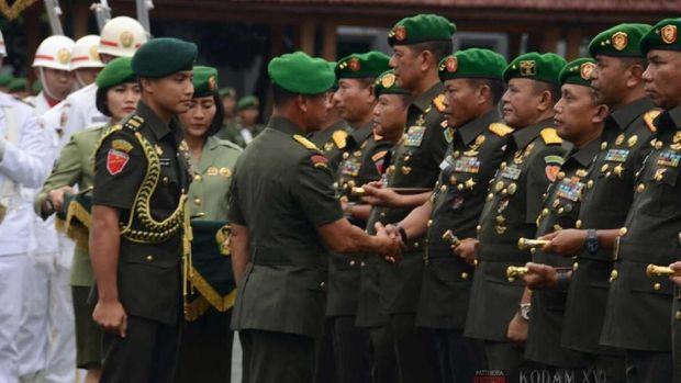 Pindah ke Kodam III, Mayjen Doni Dapat Gelar Warga Kehormatan Ambon