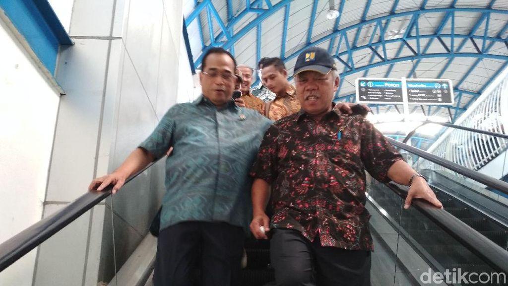 Menteri Budi dan Basuki Pagi-pagi Naik KRL, Mau ke Mana?