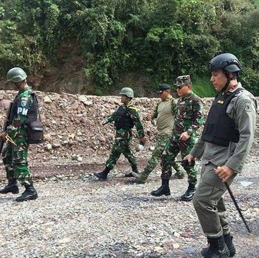 Warga yang Diisolasi KKB di Papua Dievakuasi Pakai Bus Antipeluru