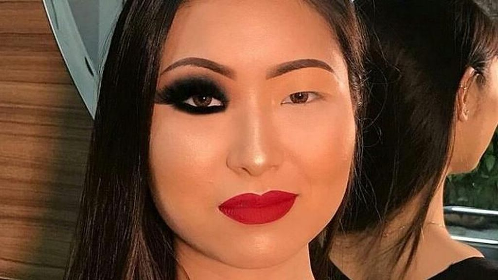 Foto: Ketika Wanita Pamer Wajah 1/2 Makeup Vs 1/2 Tanpa Makeup, Mana Lebih Baik?