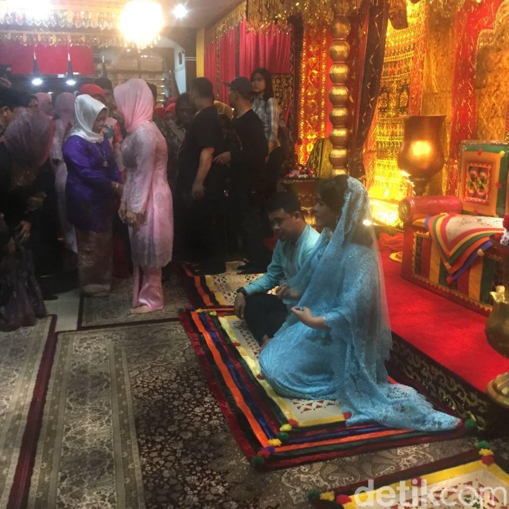 Meriahnya Resepsi Adat Kahiyang-Bobby di Medan