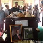 Sri Sultan HB X Lepas Jenazah Dirut AP I ke Peristirahatan Terakhir