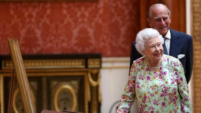 Kemesraan Ratu Elizabeth-Pangeran Philip di Perayaan Pernikahan Platinum