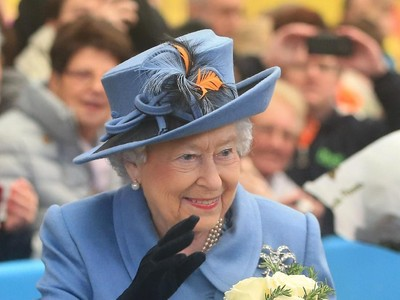 Ini Barang-barang yang Wajib Dibawa Ratu Elizabeth saat Traveling