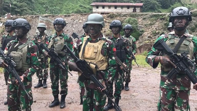 Perwira Pembebas Sandera Tolak Kenaikan - Jakarta Lima perwira TNI AD yang memimpin operasi gabungan pembebasan sandera di menolak kenaikan pangkat luar TNI AD