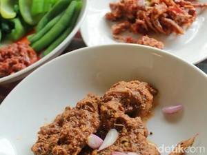 Gulai Daun Ubi Tumbuk dan Roti Jala Akan Disajikan di Pesta Kahiyang dan Bobby