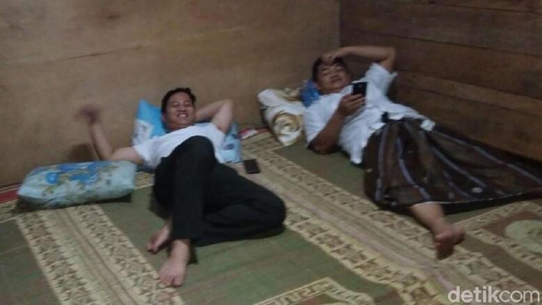 Wabup Trenggalek Menginap di Rumah - Trenggalek Wakil Bupati M Nur Arifin memilih menghabiskan akhir pekan dengan di pelosok Dia menginap di rumah warga
