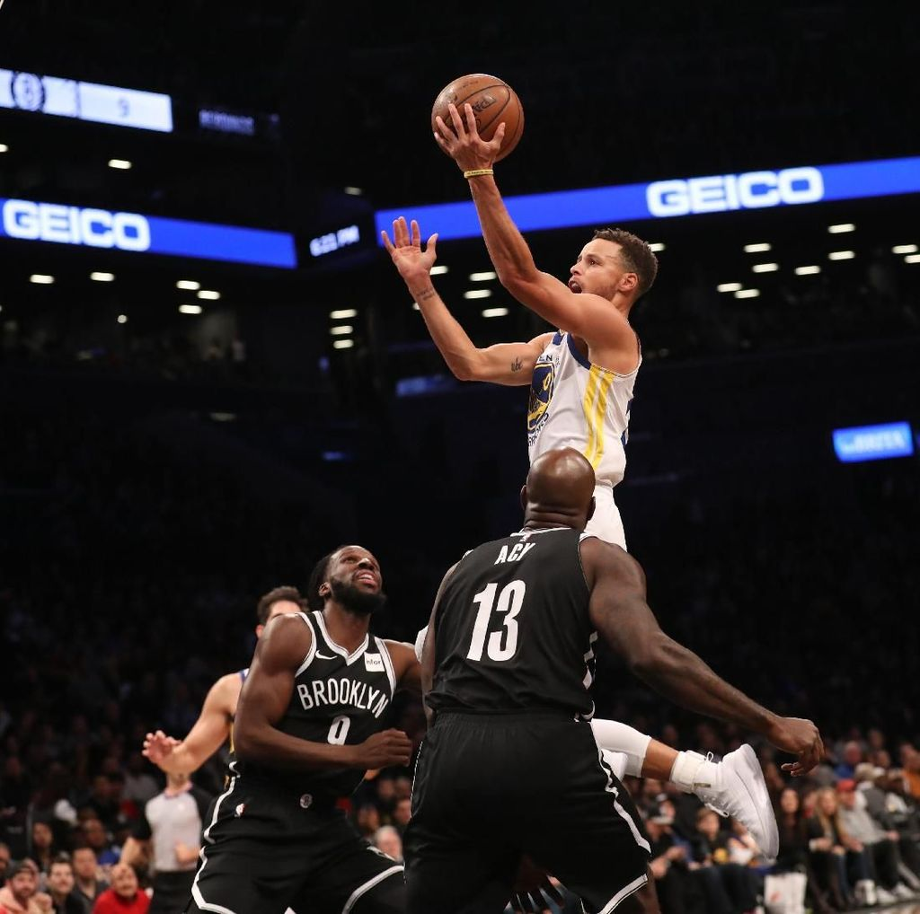 Curry 39 Poin, Warriors Tundukkan Nets