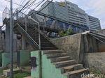 Tak Hanya Bolong, JPO di Kampung Bandan Juga Minim Penerangan