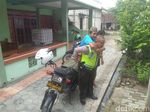 Keren! Polisi di Bojonegoro Ini Antar Jemput Pelajar Difabel