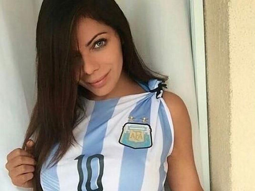 Seksinya Model Playboy yang Instagramnya Diblok Messi