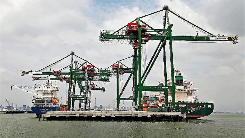 Pelindo III Tambah Alat Baru - Surabaya PT Pelindo III secara bertahap akan menambah peralatan hingga tahun Investasi untuk itu dikucurkan sekitar Rp yang