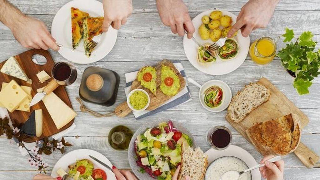 Yuk, Mulai Sekarang Lakukan Kebiasaan #TumpukDiTengah Setelah Makan!