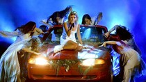 Selena Gomez Tampilkan Kecelakaan Mobil di AMAs, Ikutan Meme Setnov?