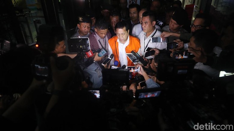 Novanto Ditahan Tanpa Kursi Kalau - Jakarta Setya Novanto tidak lagi menggunakan kursi roda setelah diperiksa penyidik Namun dia disebut harus tetap dipegangi bila