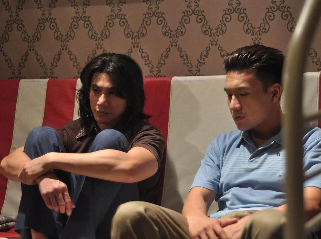 Begini Penampilan Fendy Chow sebagai Kakak Chrisye di Film