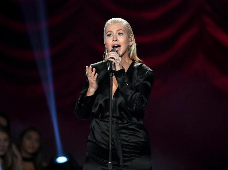 Abaikan Haters, Christina Aguilera Merasa Cantik di AMAs