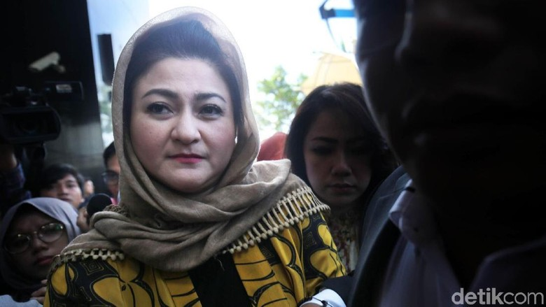 Tanpa Istri Novanto Tak Mungkin - Jakarta KPK mencegah Istri Setya Deisti Astriani ke luar Kuasa hukum Otto Hasibuan menghormati langkah KPK terkait pencegahan