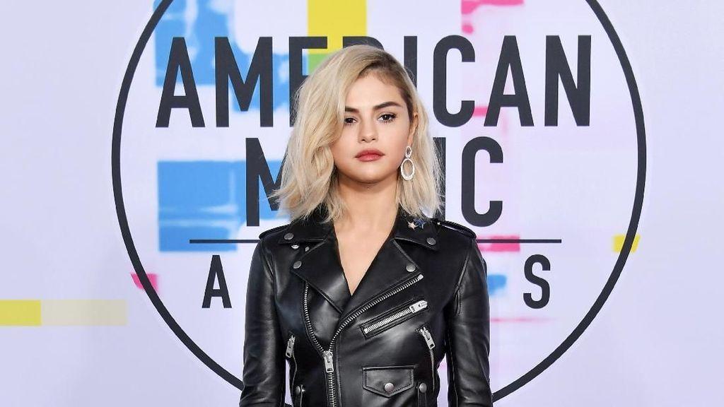 Foto: 8 Selebriti Berbusana Terbaik di American Music Awards 2017