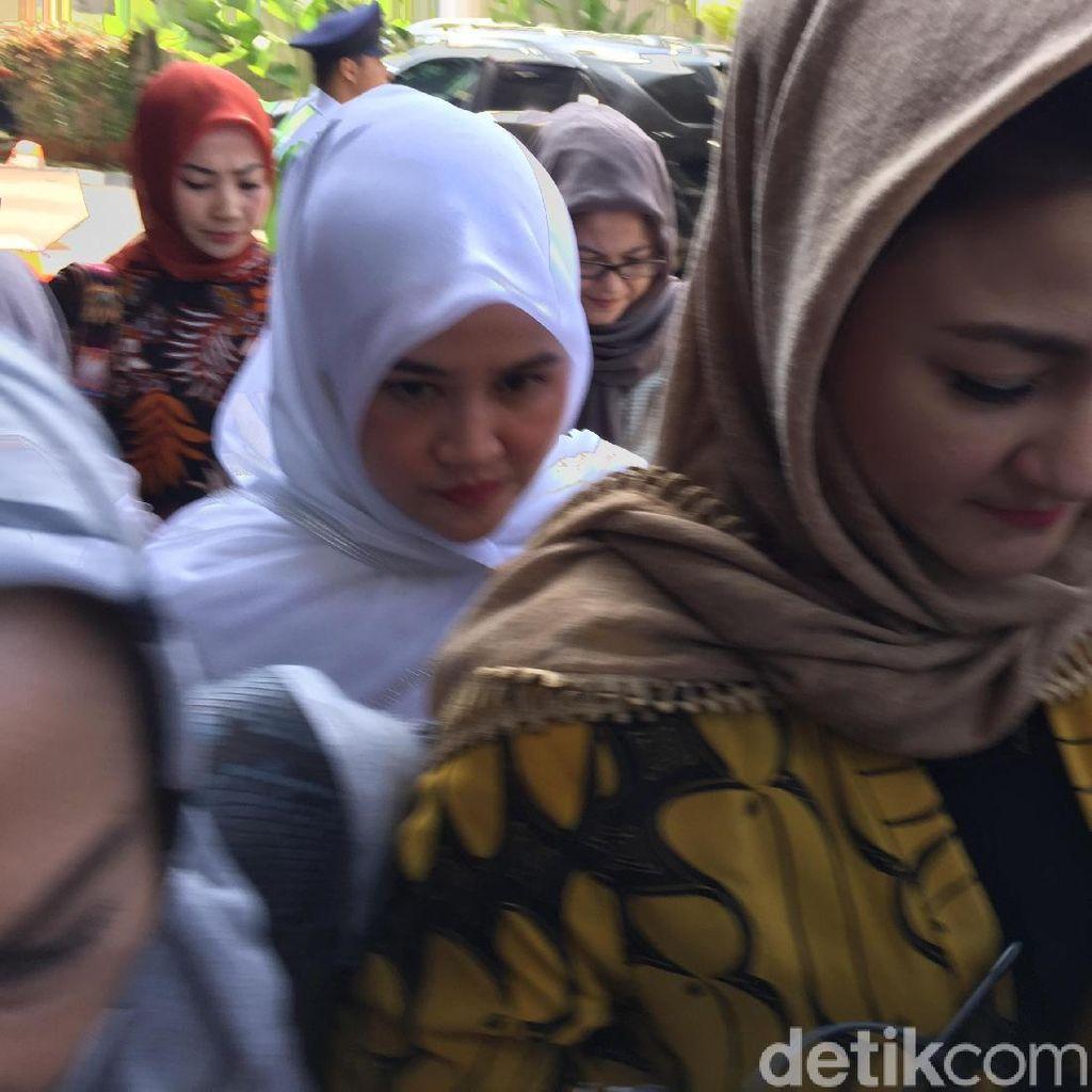 Istri Novanto Diperiksa KPK, Pengacara: Terkait Eks Komisaris