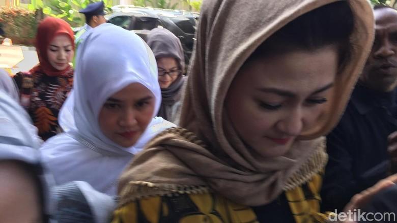 Ditemani 8 Orang, Istri Setya Novanto Penuhi Panggilan KPK