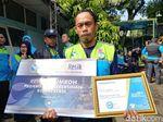 25 Tahun Bersihkan Sampah Kota Bandung, Wawan Dihadiahi Umrah