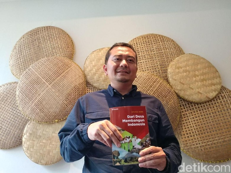 Stafsus Mendes Sembilan Sayap untuk - Bandung Staf Khusus Menteri Desa dan Pengembangan Daerah Tertinggal Syaiful Huda meluncurkan sebuah buku berjudul Desa Membangun yang