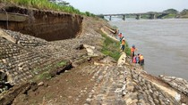 Warga Kritik Lambatnya Pembangunan Tanggul Sungai Porong