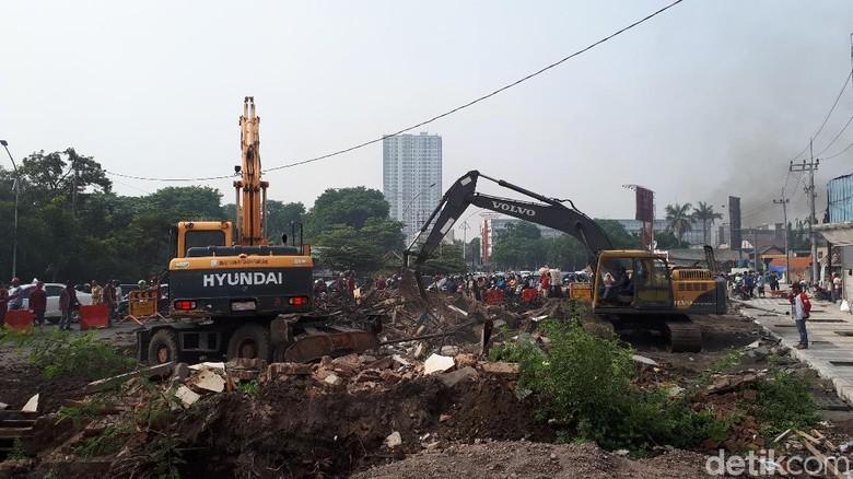 Satu Bangunan di Jalan Ahmad Yani Akhirnya Dibongkar